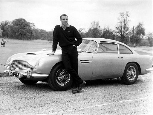 """Foto de promoción para """"Goldfinger"""", Connery y el DB5"""