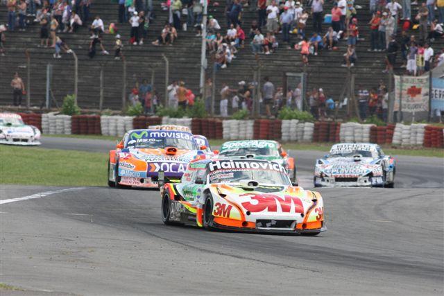 El ganador en otro lugar del Autódromo. Es notoria la falta de público.