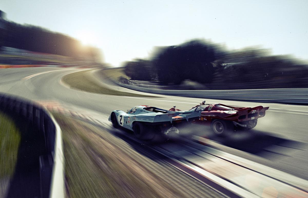 Recreando los 70, el fotógrafo Steffen Jahn, armó en 2010 un duelo entre un 917 y una Ferrari 512. Aquí rumbo a L?Eau Rouge.