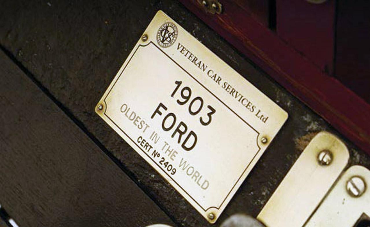 """La plaqueta testimonia el origen y su condición histórica. Un Ford """"A"""" de 1903, increíble."""