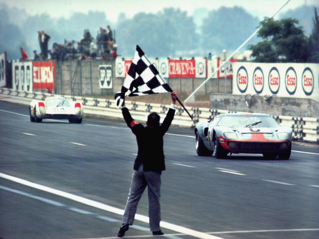 Ickx venciendo en Le Mans 69. Luego ganaría el Dakar.