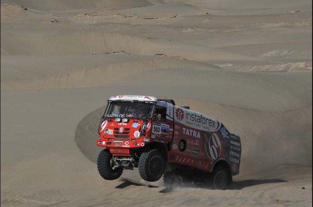 Punteando por primera vez en el Dakar, Ales Loprais quedó adelante por solo 56 segundos.