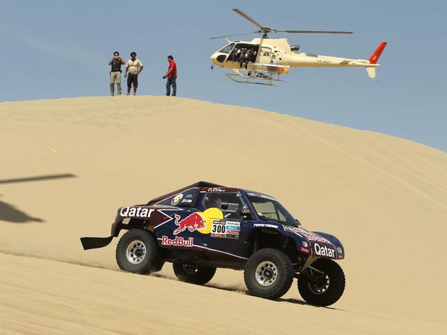 Buen estreno de los buggy V8 de Qatar, Sainz ganó el primer parcial.