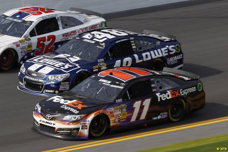 """Como """"jamón del sandwich"""", Johnson va rumbo a su segunda consagración en las 500 Millas de Daytona."""