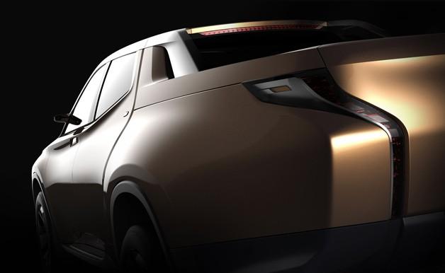 Además de un estilo llamativo, la pick up híbrida de Mitsubishi, se presentará en formato doble cabina.