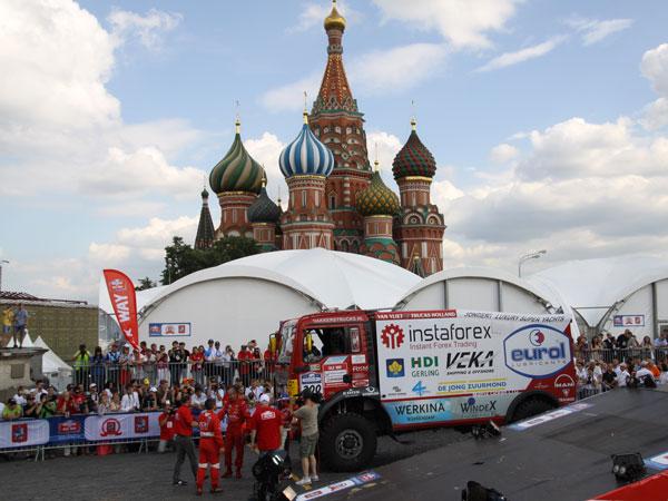 Largando desde la Plaza Roja de Moscú, el Silk Way Rally cubrirá 3.000 kilómetros de especiales.