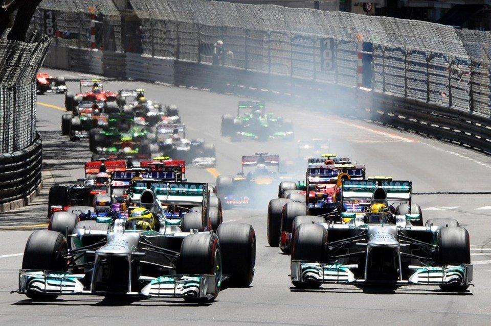 Larga la F1 en Montecarlo. Rosberg, por adentro, aventaja a Hamilton y va a la punta. No la dejaría más?