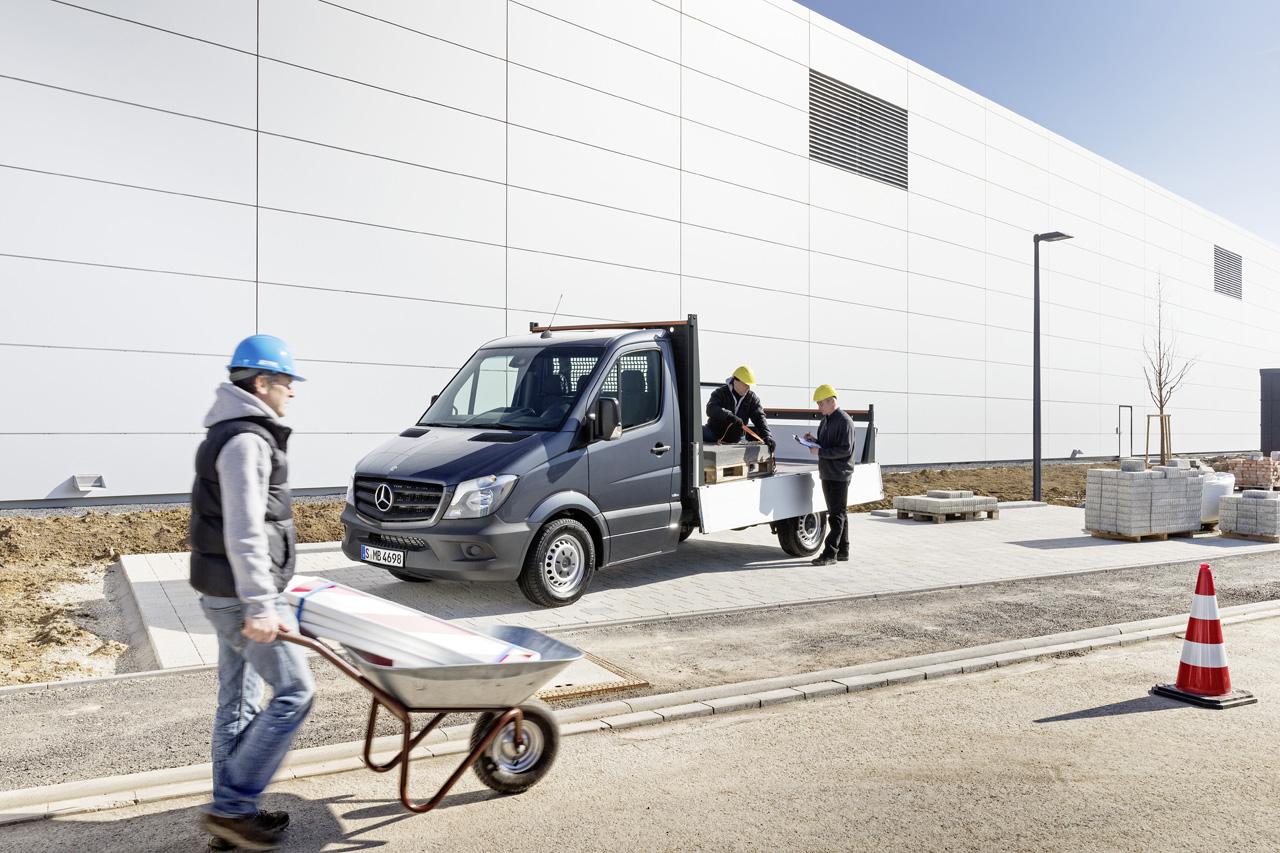 Una de las versiones más populares en Europa, la opción pick up de carga, inestimable ayuda para el constructor.