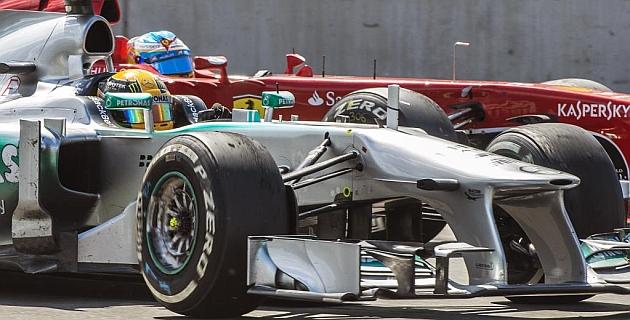 Sin asumir mayores riesgos, Alonso está a punto de consumar el sobrepaso a Hamilton con el DRS a pleno.