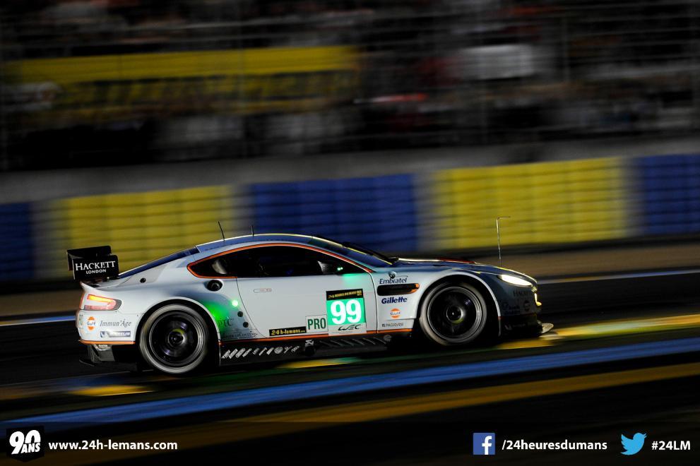 Magnífica toma del Aston Martin de Bruno Senna (va con Bell-Makowiecki), el mejor registro en GTE Pro.