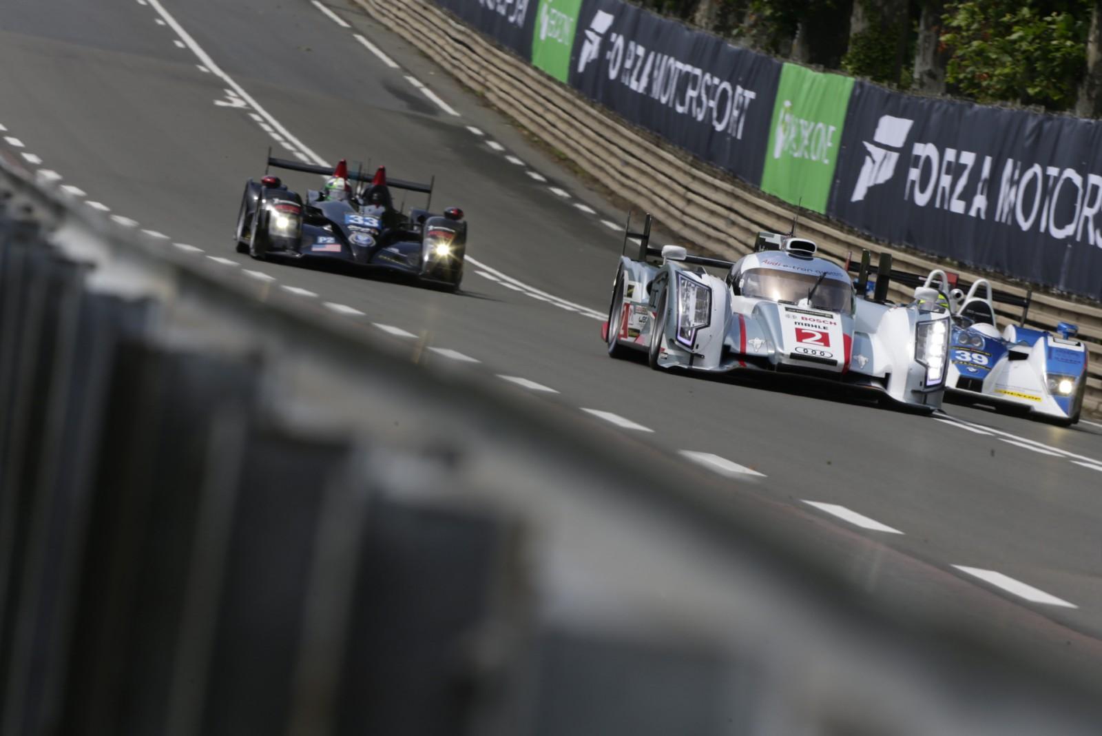 El Audi R18 nº2 de Duval-Kristensen-McNish, logró la mejor vuelta en clasificación a más de 242 km/h...