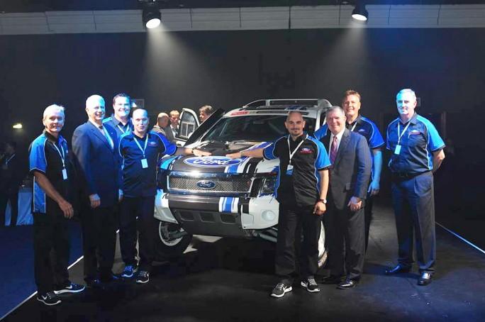 Alvarez y Graue con altos directivos de Ford y los responsables del equipo. Todo un voto de confianza?
