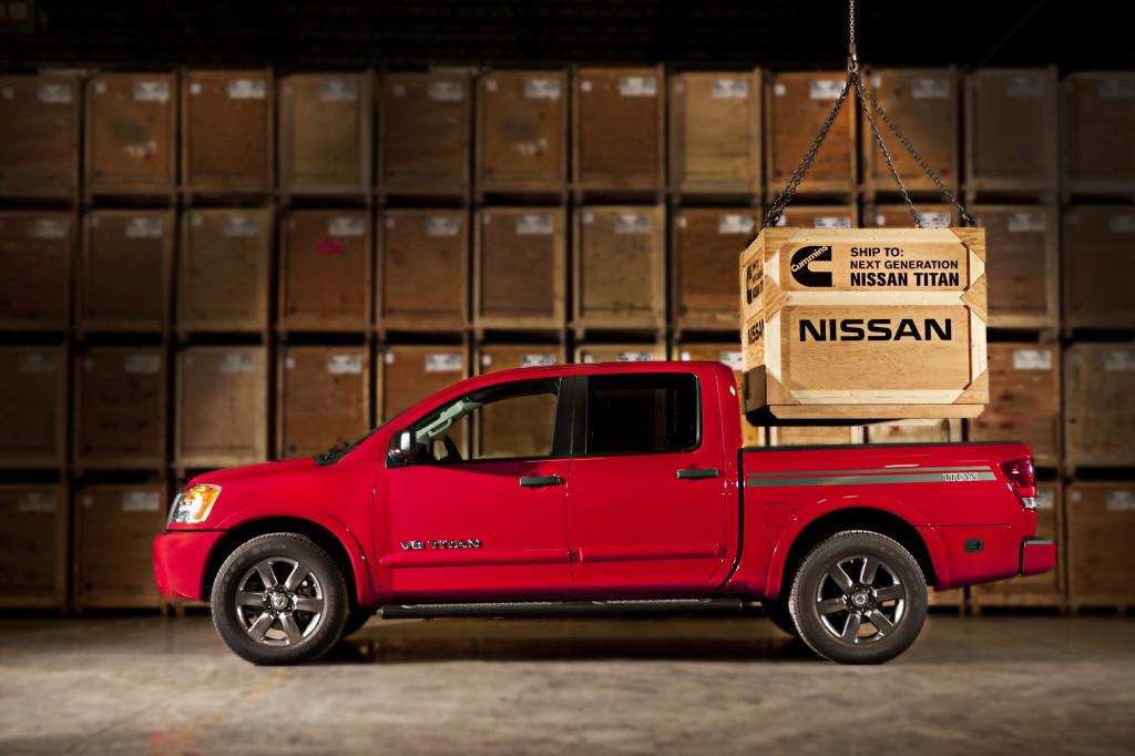 Una pick up Nissan Titan a punto de cargar un motor Cummins diesel, todo un simbolismo...