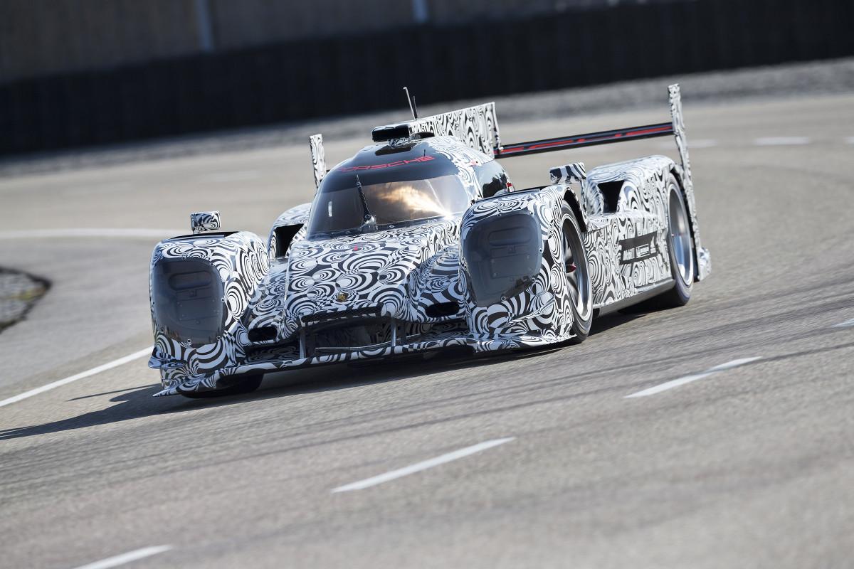 Jani y el Porsche híbrido realizaron una prueba completa, inclusive con paradas en boxes por gomas y combustible.