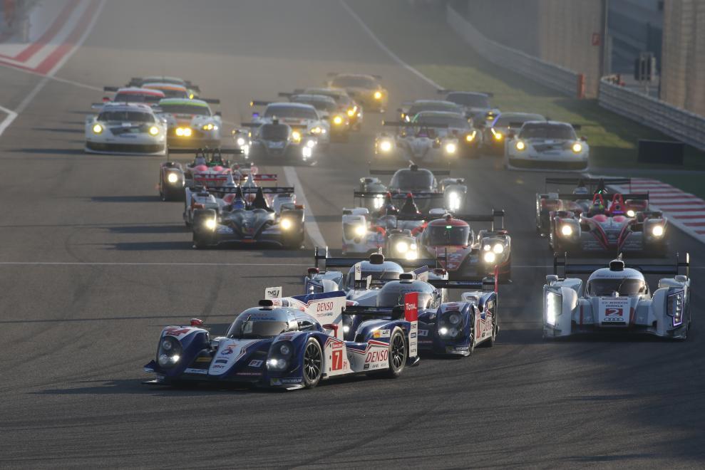 El Toyota de Wurz dobla primero tras la largada. Luego sería el turno de Davidson y hasta el final...