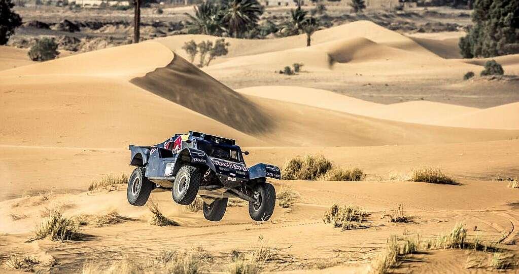 """Puesta en escena de Red Bull y sus """"vaqueros"""" ante el Dakar que viene..."""