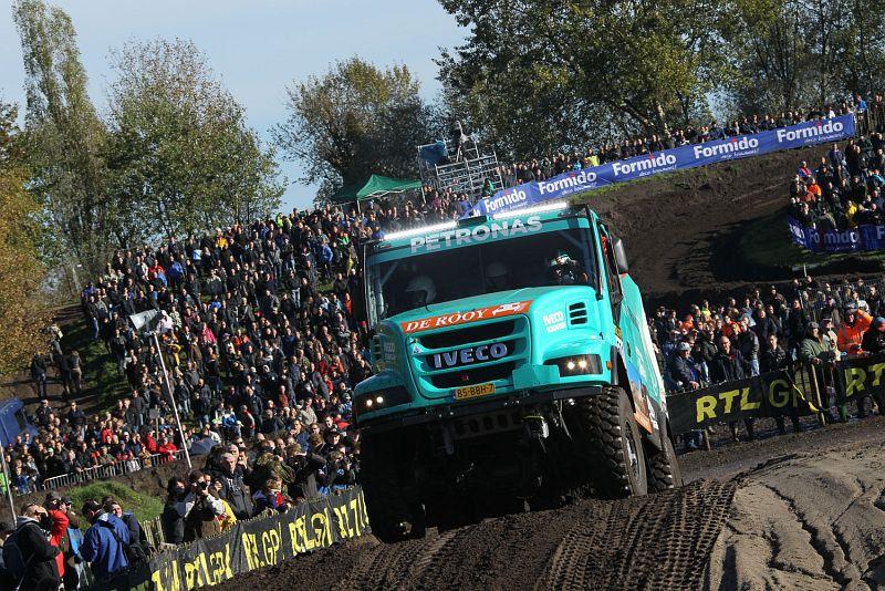 El camión ganador del Dakar 2012 fue uno de los más admirados. De Rooy-Iveco, otra vez favoritos...
