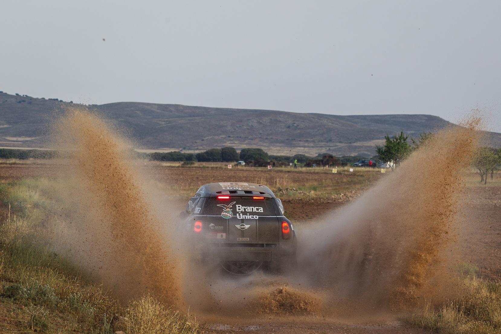 Terranova, integrado al equipo X-raid, podría disputar algunas pruebas del torneo 2014, además del Dakar...