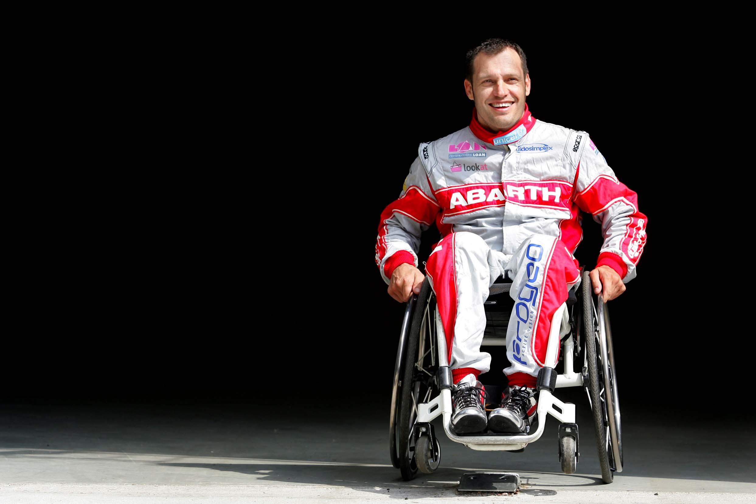 Albert Llovera le sigue pidiendo posibilidades a la vida, ahora será en el Dakar 2014...