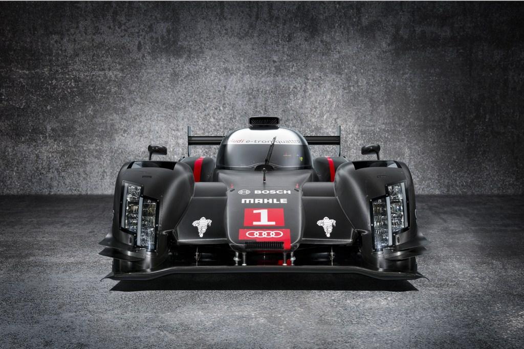 A priori, en relación a la versión que se viera en junio en Le Mans (abajo), el nuevo LMP1 de Audi presenta un habitáculo mucho más extrecho y la aerodinámica del sector delantero es sensiblemente diferente, con la trompa que propone un estrechamiento hacia adelante...