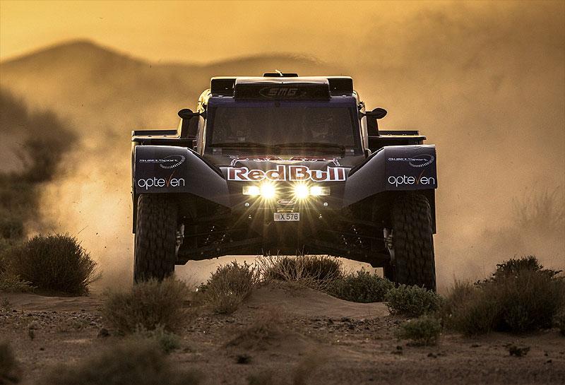 Convencido de que a pesar que habrá menos arena, el buggy seguirá siendo el vehículo ideal para el Dakar 2014, Carlos Sainz se decidió por uno de los eficaces SMG V8 que tan bien se desempeñaron en 2013?