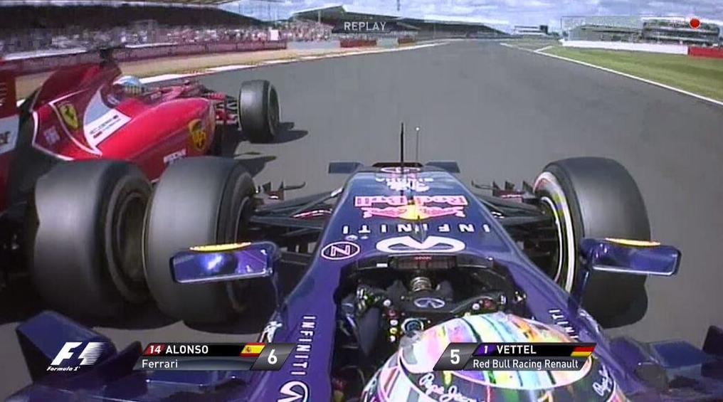 Duelo Vettel-Alonso, la acción más destaca del GP duró una docena de vueltas (foto TV)...