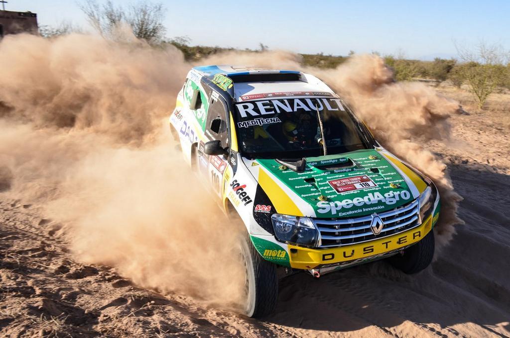 Debut triunfal de Emiliano Spataro y el Renault Duster en la categoría...