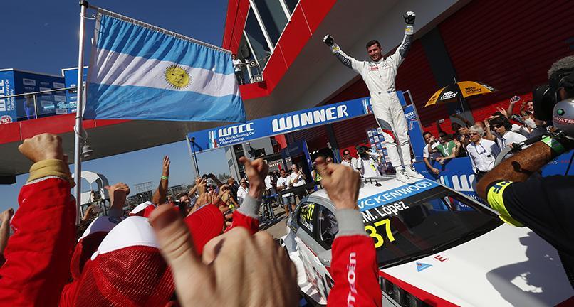 Pechito en su hora más gloriosa. Más ganador y más puntero que nunca en el WTCC 2014...