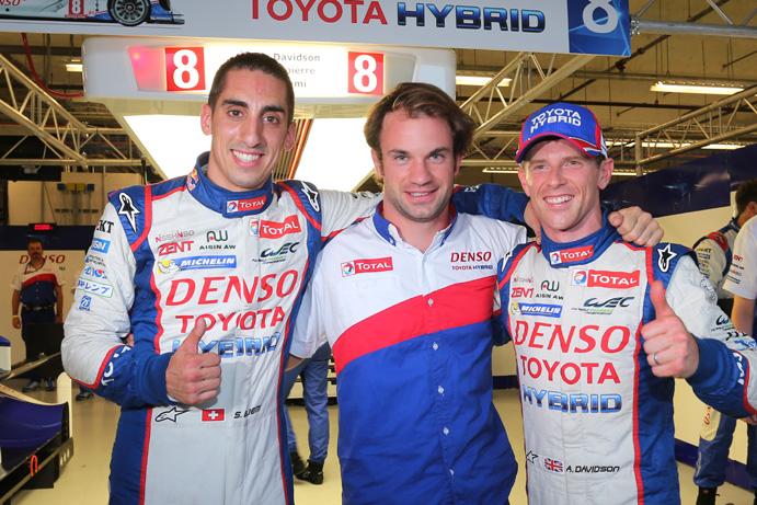 Por primera vez en la temporada, el trío Buemi-Lapierre-Davidson (de izq a der) consigue el mejor tiempo para largar. Nueva demostración del rendimiento del Toyota TS040, a pesar de la deuda pendiente que significa Le Mans...