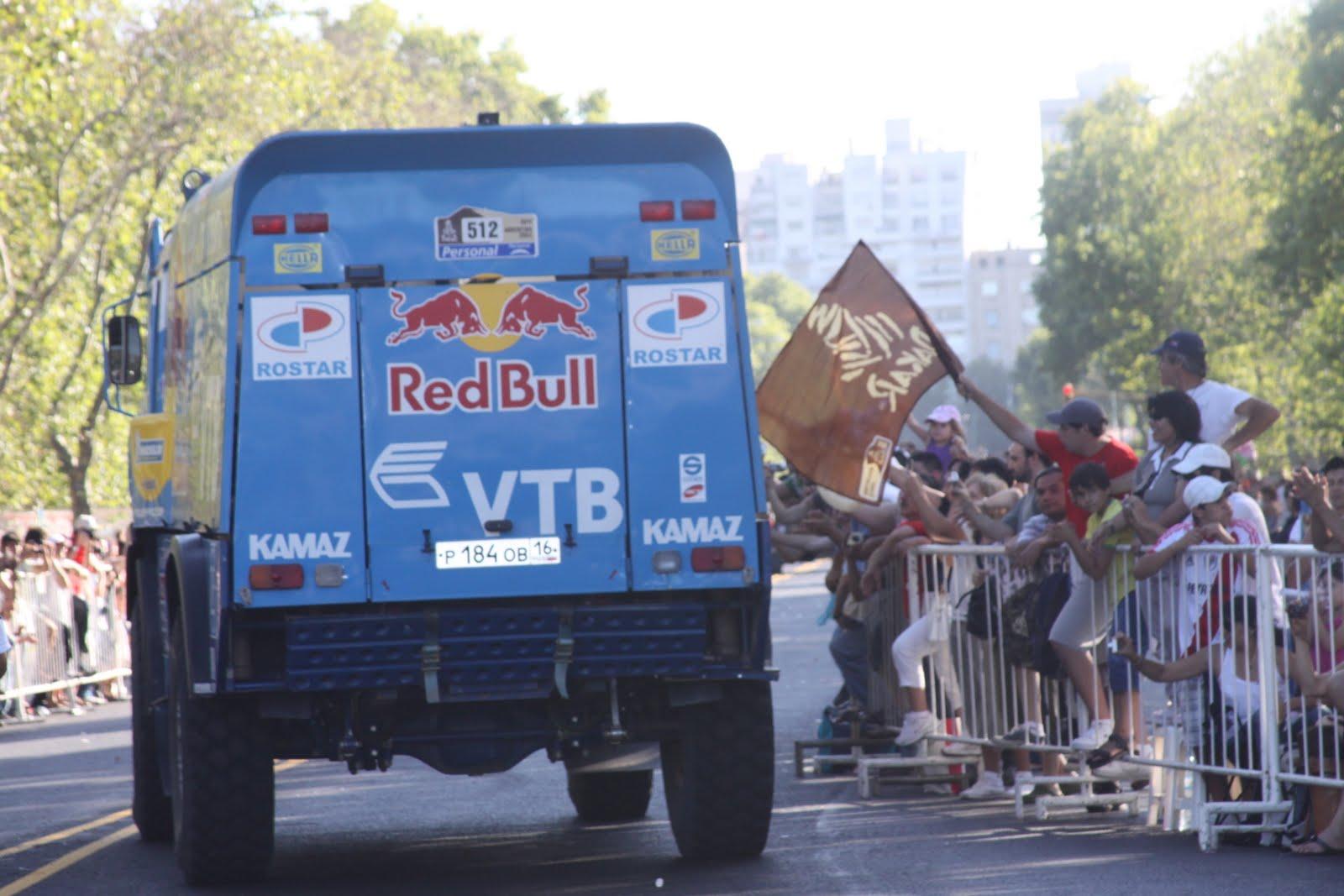 Arriba: De indiscutidos protagonistas del Dakar sudamericano? Abajo: ?A confiables operadores para trabajos extrapesados?