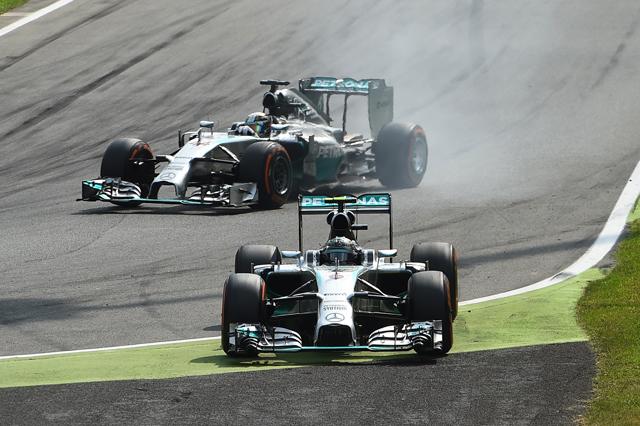 Comienza a definirse el GP de Italia 2014, Rosberg sigue derecho en la chicana 1 por segunda vez y metros atrás, Hamilton se apresta a tomar la punta de la carrera y hasta el final?Monza dio su veredicto?