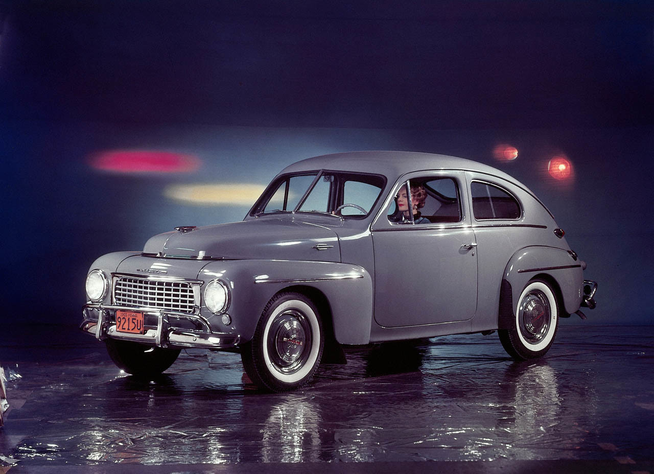El clásico Volvo PV444 fue el modelo con el cual la marca se popularizó a nivel internacional. Unas 280.000 unidades se vendieron en el mercado interno sueco y 160.000 fueron exportadas...
