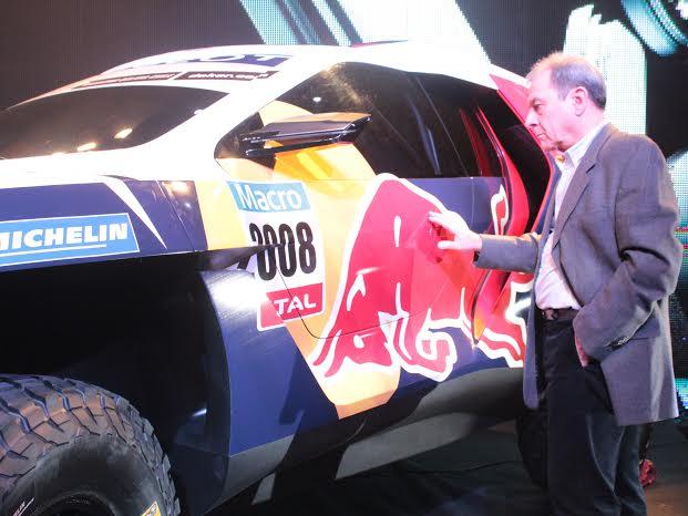 Primer contacto de V8 con el Peugeot del Dakar...