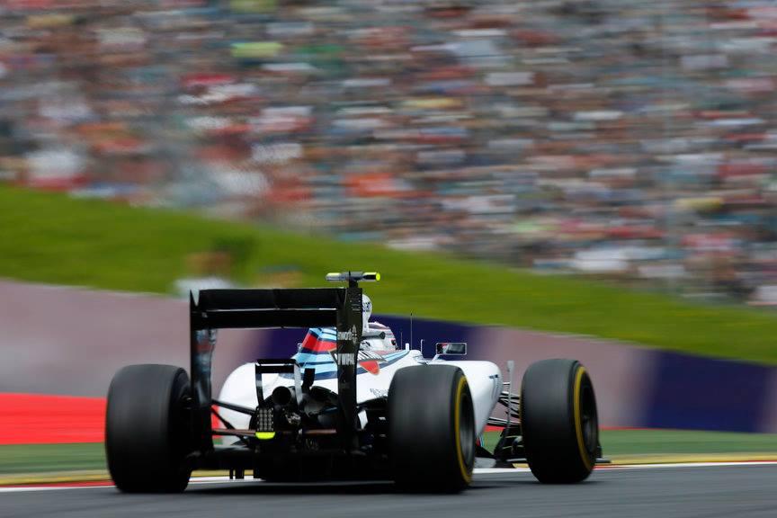 Max Verstappen (aquí con su padre Jos) será el piloto más joven de la historia en debutar en la F1...