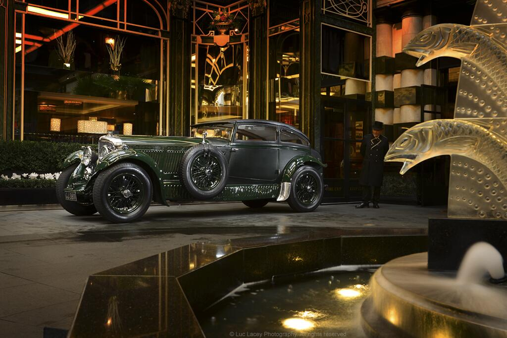 """Blue Train. El emblemático Bentley fue bautizado con el nombre del famoso expreso ferroviario que unía Calais con la Costa Azul, en Francia. En plena rivalidad entre el auto y el ferrocarril (década del ?20), el Blue Train y sus ocupantes en una """"parada para un coctel"""" en el hall del Hotel Savoy de Londres (1889)..."""