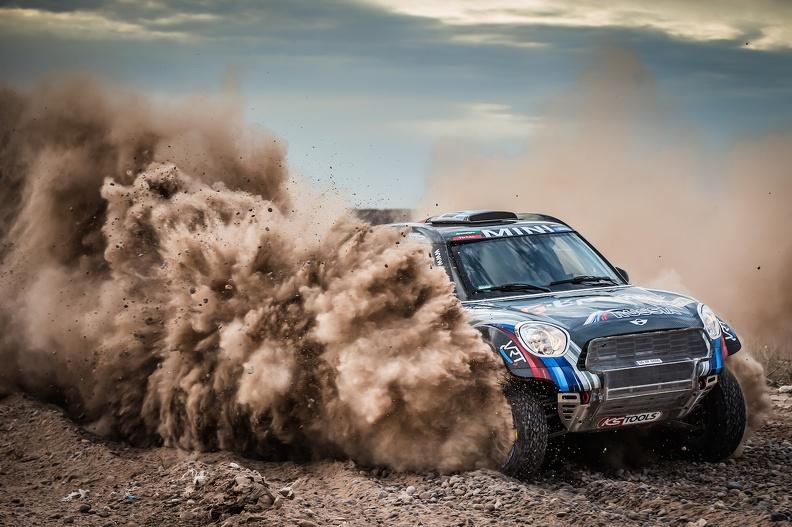 Vasilyev estuvo entre quienes tomaron una ruta más corta que varios conocían y no estaba prohibida por los organizadores, aunque no era la indicada por el roadbook oficial de la carrera. Logrando su primera etapa-Dakar, el ruso mantuvo el invicto de Mini...
