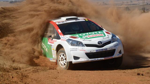 Conducido por Leeroy Poulter, el Toyota Yaris fue presentado en carreras locales por el representante de la marca en Sudafrica, quien también fue el concurrente al Dakar con las Hilux de De Villiers y el propio Poulter...