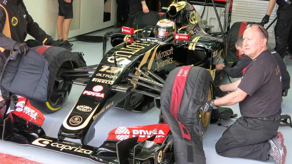 """El venezolano Maldonado volvió a poner un Lotus en puestos de vanguardia. Fué en el primer día de pruebas en Barcelona y si bien hay que tener en cuenta que lo hizo con neumáticos blandos, fue el más veloz en la """"trampa de velocidad"""" del circuito, donde se mide la máxima en recta..."""