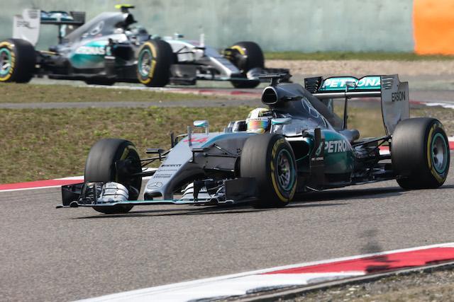 Hamilton manejó liderazgo y ritmo y Rosberg insinuó una protesta que hace suponer nuevos enfrentamientos...