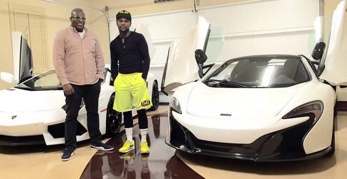 """El nigeriano Okeke, agenciero exclusivo de Mayweather, le vendió los 39 vehículos de su parque automotor. El último, este McLaren 650S, se lo entregó a las tres de la madrugada, porque el campeón lo quería """"...ya!""""..."""