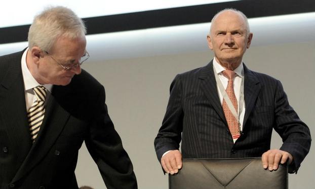 Los actores de la interna más grande de VW de los últimos tiempos, Winterkorn (izq) y Piech, quien finalmente, debió renunciar después de 20 años de manejo feudal...