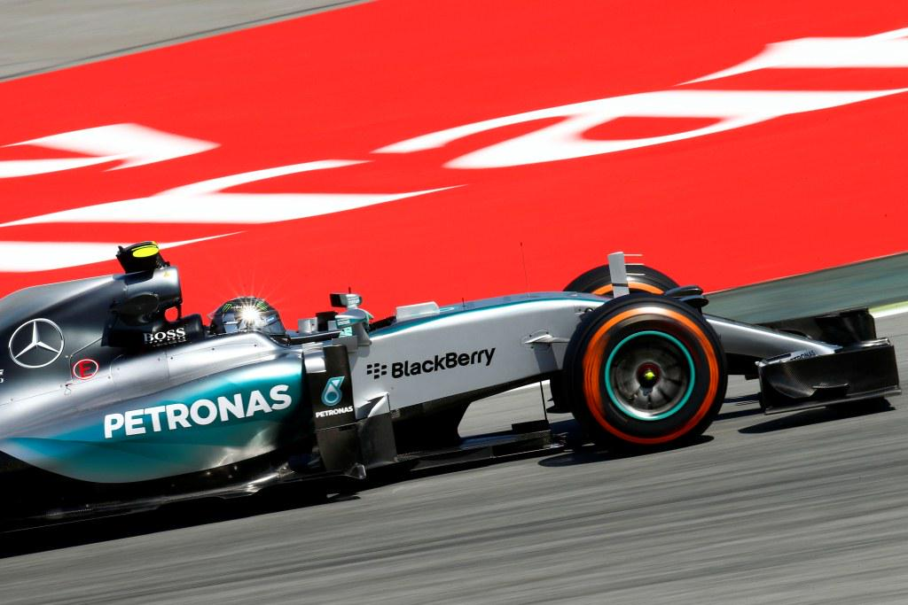 Rosberg cortó la seguidilla de su compañero Hamilton, en lo que podría ser el primer paso para su relanzamiento a la pelea por el título 2015...