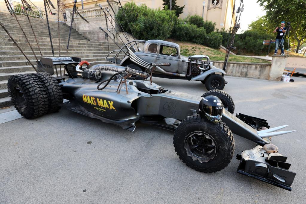 """Los engendros que se verán en Fury Road. Primer plano para el Lotus E23 """"reformulado"""" con el que se promociona el film en Madrid…"""