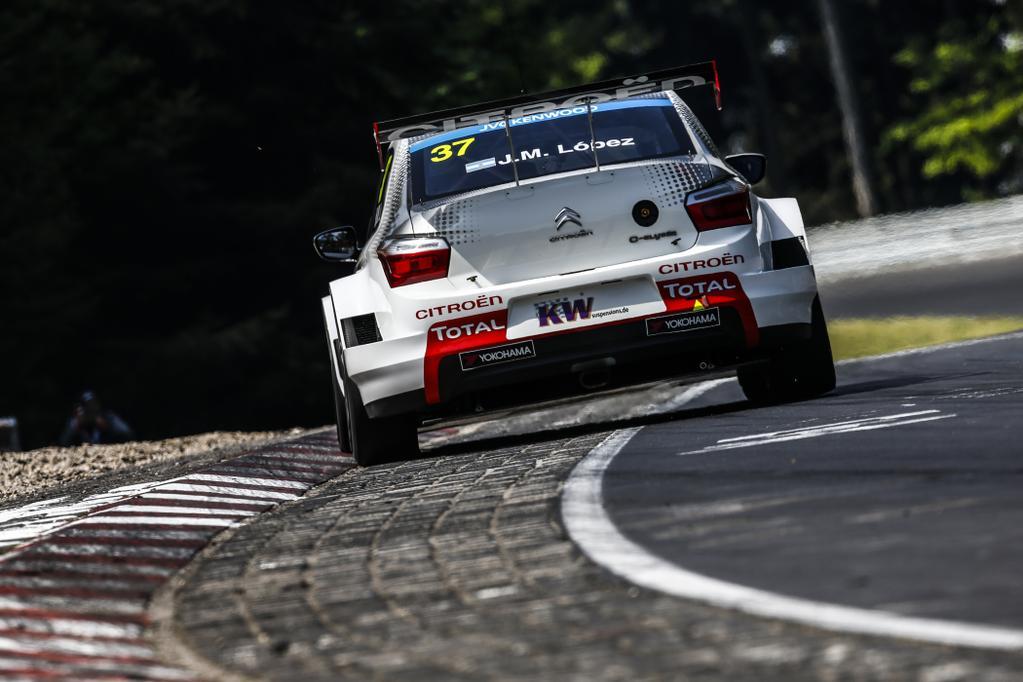 López y su Citroën C-Elysée lograron una pole consagratoria en uno de los escenarios más exigentes del mundo. Un nuevo hito en la carrera del piloto argentino para largar mañana desde el mejor lugar de partida en la primera de las dos competencias...