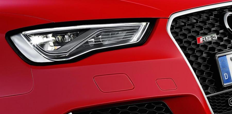 367 CV, un 0 a 100 en 4s3/10 y 280 km/h de máxima, son la dinámica tarjeta de presentación de este digno heredero de la poderosa cupé R8...
