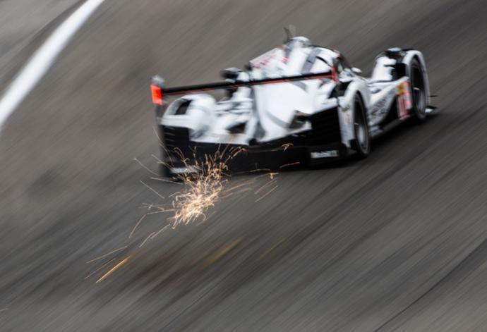 A casi 220 km/h, el 919 Hybrid nº17 de Bernhard-Hartley-Webber promedió lo mejor para largar mañana en pole en Spa-Francorchamps...