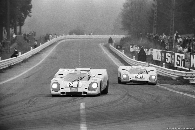 El Porsche 917K/035 de Rodríguez seguido por el 029 de Siffert en Spa 1971. Una carrera memorable...