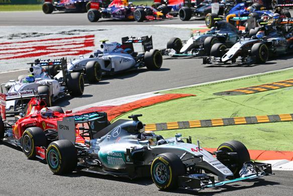 En la primera variante, después de la largada, ya encabeza Hamilton, con Vettel y los Williams pegados atrás. Así se clasificarían...
