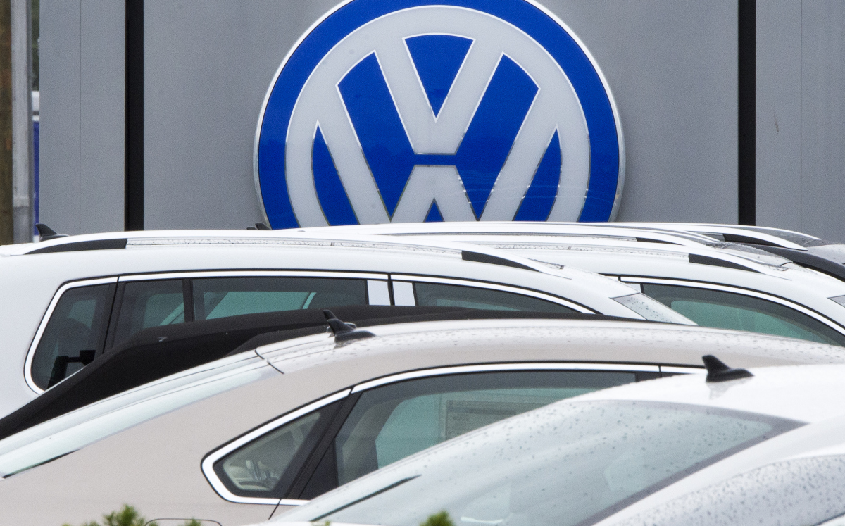 The logo of German car maker Volkswagen (VW) is seen at Northern Virginia dealer in Woodbridge, Virginia on September 29, 2015.  Wall Street stocks dropped for the week despite some improving US data as worries ranging from a slowing Chinese economy to the Volkswagen emissions scandal dampened sentiment. Volkswagen came under pressure after reports surfaced concerning the manipulation of values of emission in VW vehicles equipped with diesel engines.  AFP PHOTO/PAUL J. RICHARDS