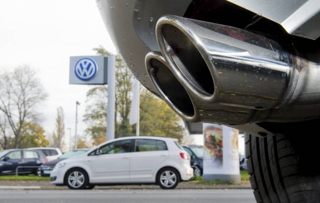 epa05010195 The exhaust pipe of a Skoda with a TDI diesel engine is parked in front of a Volkswagen used car dealership in Hanover, Germany, 04 November 2015. German carmaker Volkswagen saw its shares lose more than 9 per cent of their value in early trading Wednesday as investors reacted to the latest news in the company's emissions cheating scandal. Volkswagen revealed a day earlier that emissions irregularities have been found in an additional 800,000 Volkswagen cars, representing an economic risk to Europe's biggest carmaker of about 2 billion euros (2.2 billion dollars). The scandal, which broke in September, had already affected 11 million cars with diesel engines that were installed with software that allowed cars to falsely report lower emissions of nitrogen oxide in an effort to sidestep environmental regulations.  EPA/JULIAN STRATENSCHULTE